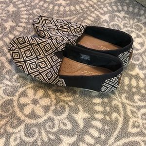 EUC black and white Toms